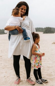 Raymonde Mayland met kinderen