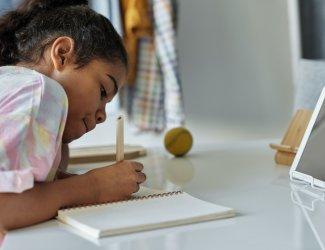 Basisschoolleerlingen minder gemotiveerd om thuis aan school te werken dan ouders denken