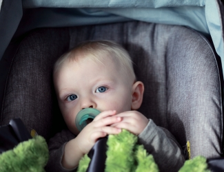kinderen onveilig autostoel