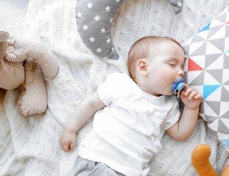 Zo helpt white noise je baby slapen